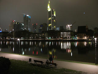 Frankfurt river new years eve fireworks